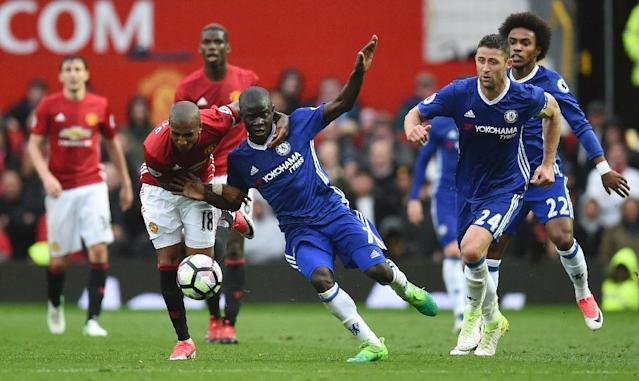 Manchester United's English midfielder Ashley Young (L) vies with Chelsea's French midfielder N'Golo Kante (2L) during the English Premier League football match April 16, 2017 (AFP Photo/Oli SCARFF )