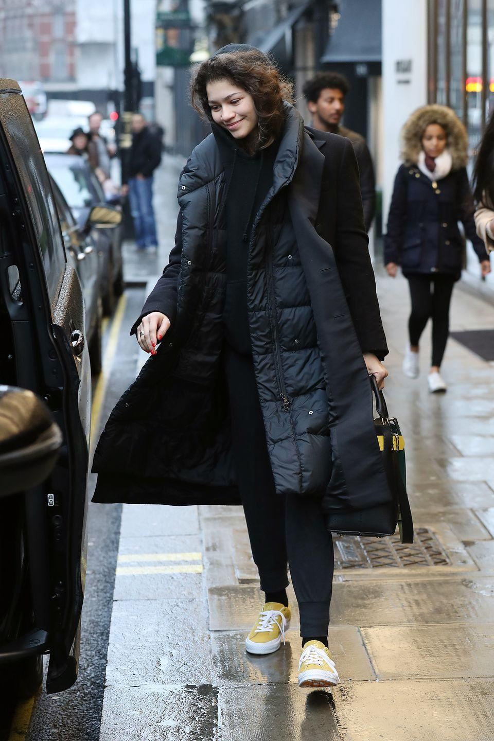 <p>Queen Z gave her easy, all-black outfit an added POP with bright yellow sneakers.</p>