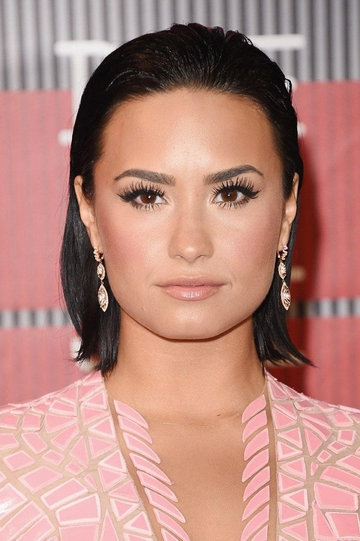 It's safe to say this is an elevated version of the no-makeup makeup look that dominated red carpets in seasons past. Demi takes it to the next level with soft, rosy glow that perfectly complements her pretty-in-pink ensemble.