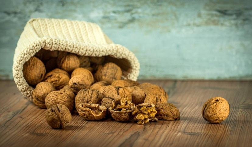 Walnuts for skin infection