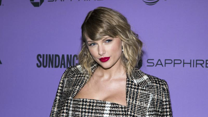 Taylor Swift performs stripped-down version of Betty for ACM Awards return
