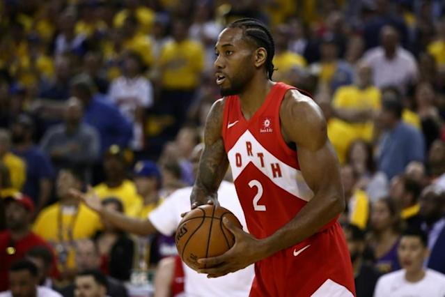 Kawhi Leonard made his move to the Los Angeles Clippers official on Wednesday by signing a free agent deal with the NBA club (AFP Photo/EZRA SHAW)
