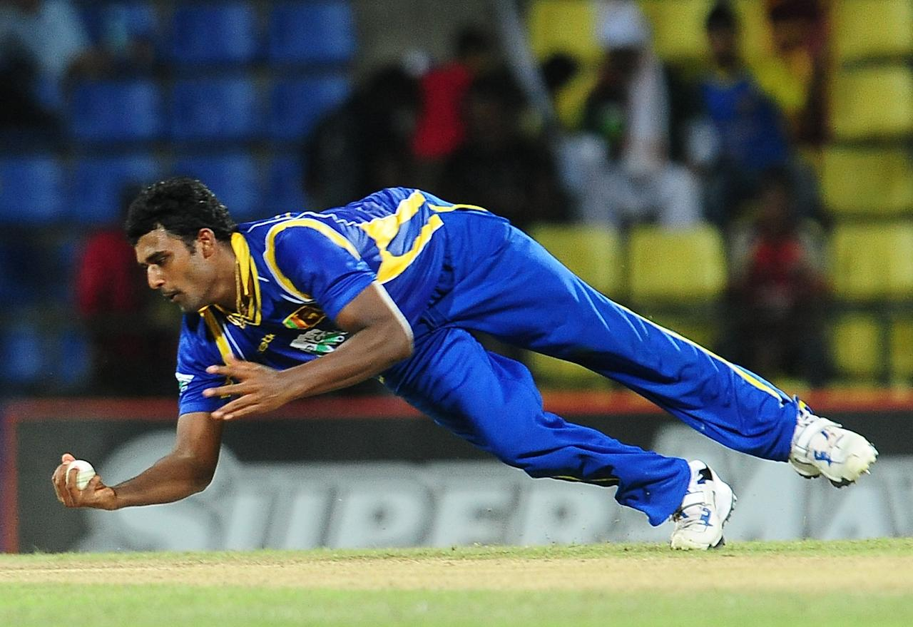 Sri Lankan cricketer Thisara Perera takes a catch to dismiss Pakistan cricketer Mohammad Hafeez during the second one-day international (ODI) match between Sri Lanka and Pakistan at the Pallekele International Cricket Stadium in Pallekele on June 9, 2012. AFP PHOTO/ LAKRUWAN WANNIARACHCHI