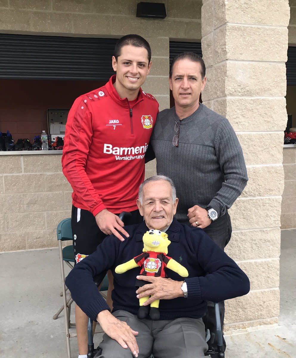 Chicharito y familia