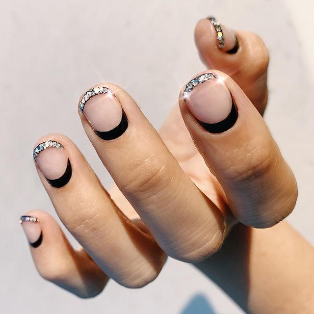 "<p>Highlight the shape of your round nails (I mean that both ways) with a chunky, super-reflective <a href=""https://www.cosmopolitan.com/style-beauty/beauty/news/g5202/glitter-nail-polish-colors/"" rel=""nofollow noopener"" target=""_blank"" data-ylk=""slk:glitter polish"" class=""link rapid-noclick-resp"">glitter polish</a> along the free edge of the nail and a thick line of <a href=""https://www.cosmopolitan.com/style-beauty/beauty/g28816455/black-nail-polish/"" rel=""nofollow noopener"" target=""_blank"" data-ylk=""slk:black polish"" class=""link rapid-noclick-resp"">black polish</a> along the base.</p><p><a href=""https://www.instagram.com/p/B5DQKPinAmx/?utm_source=ig_embed&utm_campaign=loading"" rel=""nofollow noopener"" target=""_blank"" data-ylk=""slk:See the original post on Instagram"" class=""link rapid-noclick-resp"">See the original post on Instagram</a></p>"