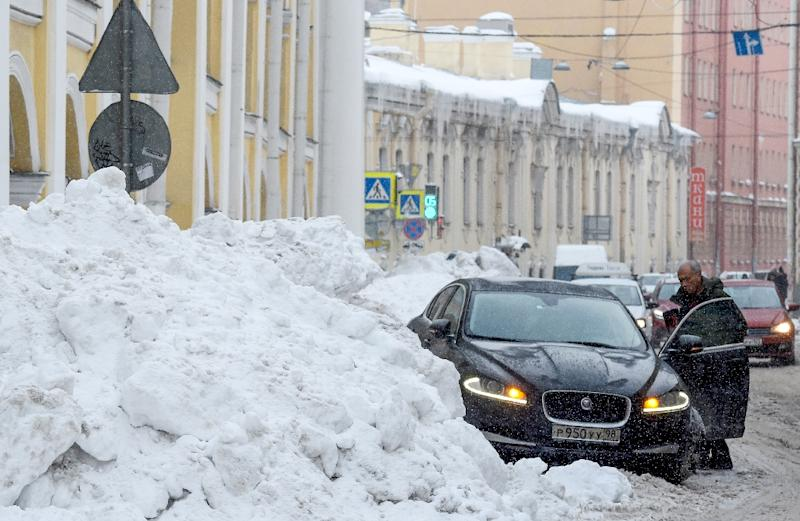 Residents say Saint Petersburg is turning into a giant snowdrift