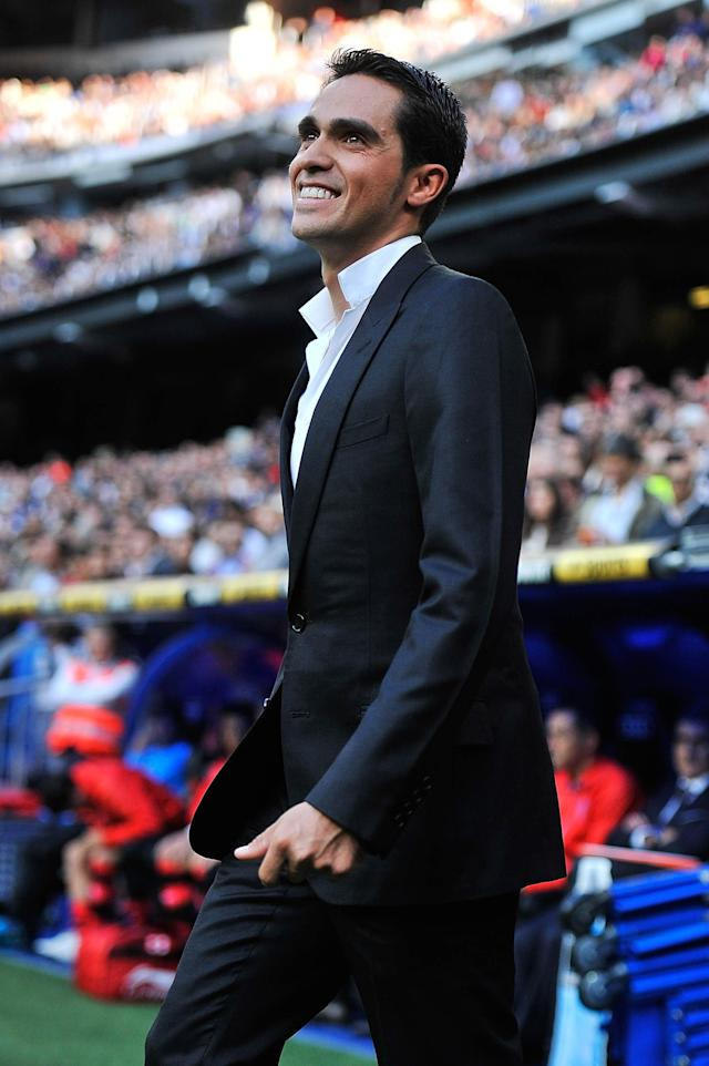 MADRID, SPAIN - OCTOBER 20: Cyclist Alberto Contador smiles as he walks out onto the pitch kick before the La Liga match between Real Madrid CF and RC Deportivo La Coruna at Bernabeu on October 20, 2012 in Madrid, Spain. (Photo by Gonzalo Arroyo Moreno/Getty Images)