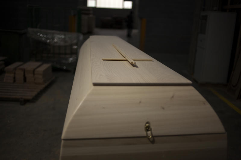 An unfinished coffins sit at the Eurocoffin coffins factory in Barcelona. (José Colon for Yahoo News)