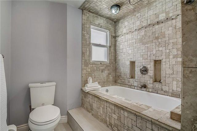 <p><span>50 Wiley Ave, Toronto, Ont.</span><br> There are also three bathrooms in the home.<br> (Photo: Zoocasa) </p>
