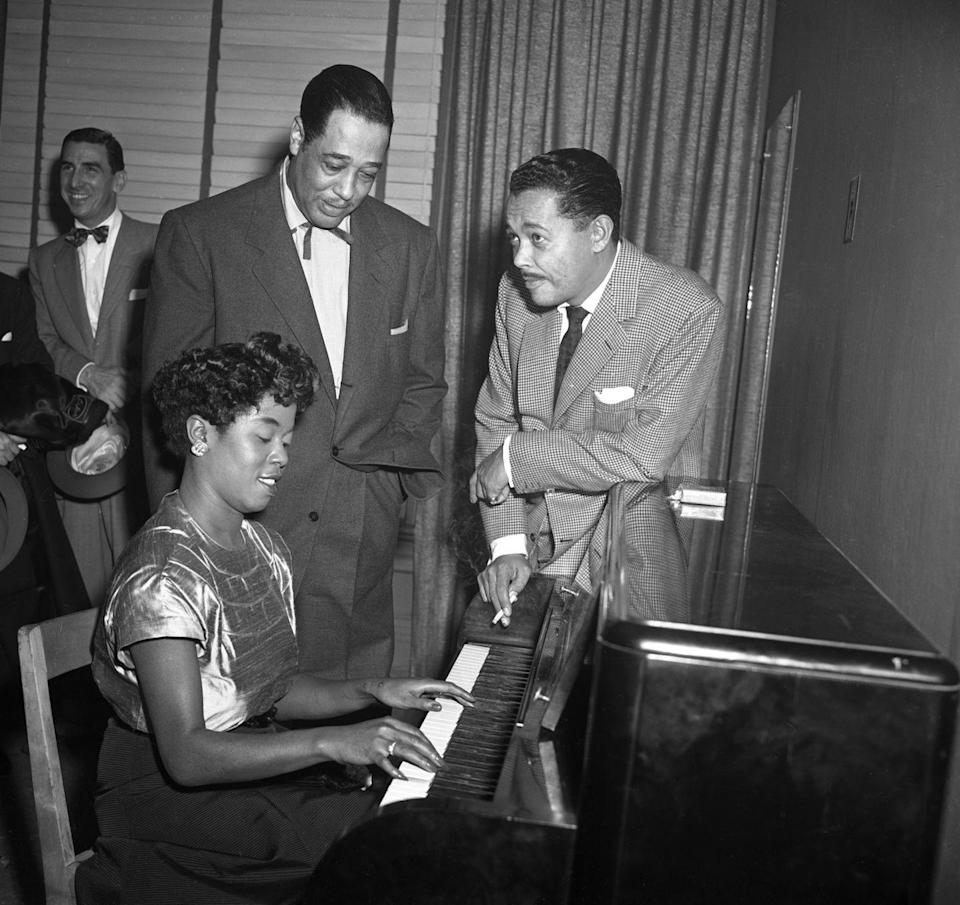 <p> After a December concert at Carnegie Hall in New York City, musician Sarah Vaughan takes to the piano with Duke Ellington and Billy Eckstine. Could it be Christmas tunes these stars were singing?</p>