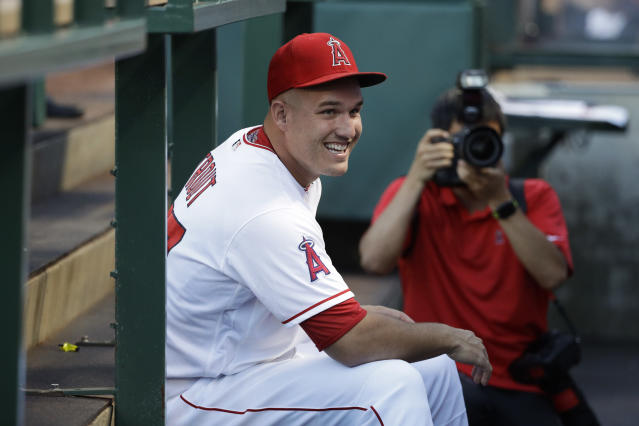 "<a class=""link rapid-noclick-resp"" href=""/mlb/players/8861/"" data-ylk=""slk:Mike Trout"">Mike Trout</a> is fascinated by the bomb cyclone. (AP Photo)"