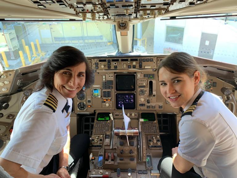 Delta passenger shares 'inspiring' photo of mother and daughter pilot duo