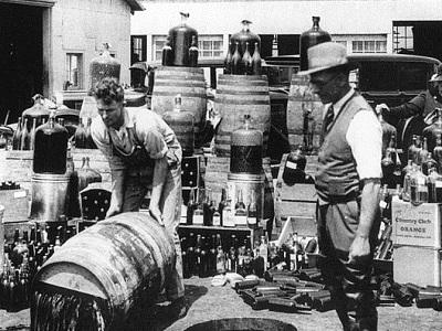Orange_County_Sheriff's_deputies_dumping_illegal_booze400,