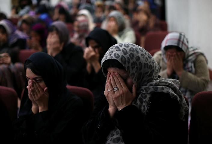 Muslim women pray at a mosque in California (AFP Photo/Justin Sullivan)