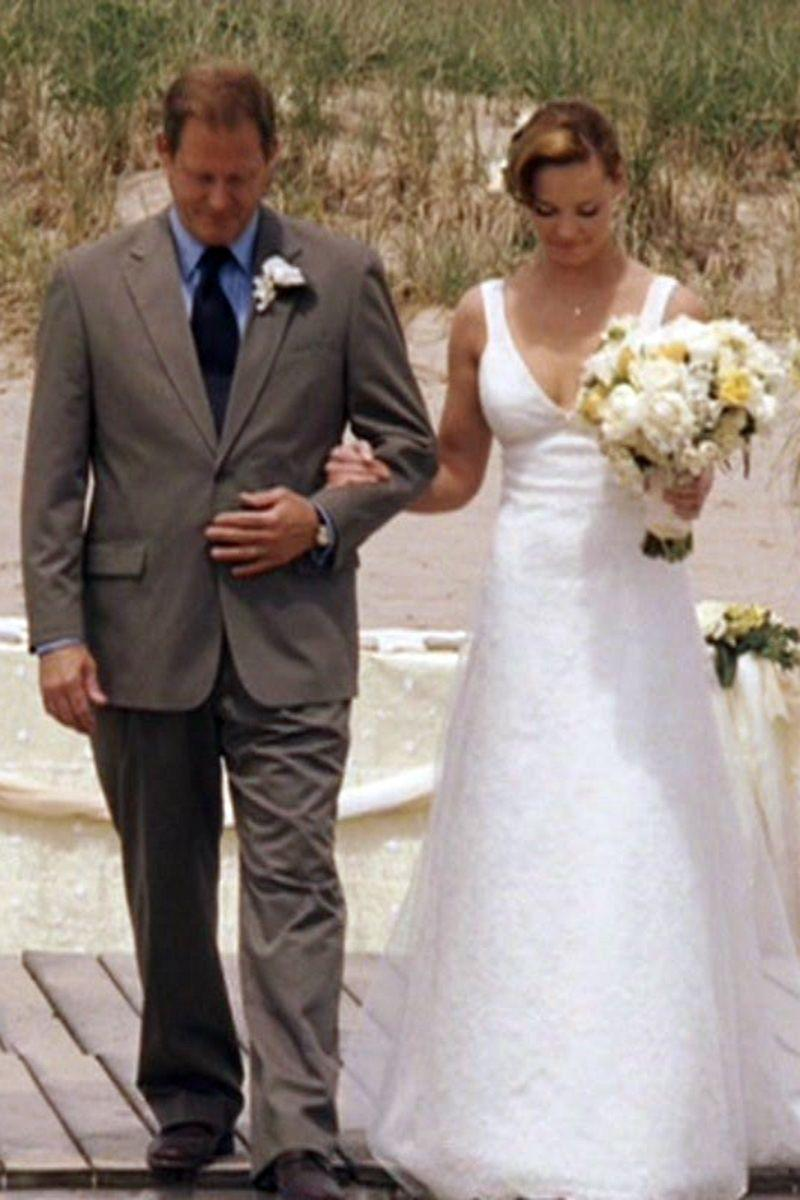 <p>When Jane Nichols (Katherine Heigl) put on her 28th dress and <em>finally</em> planned her own nuptials, she opted for a beach wedding. The sleeveless A-line dress she selected may not have been her mother's wedding dress (too soon?), but it looked lovely on her.<br></p>