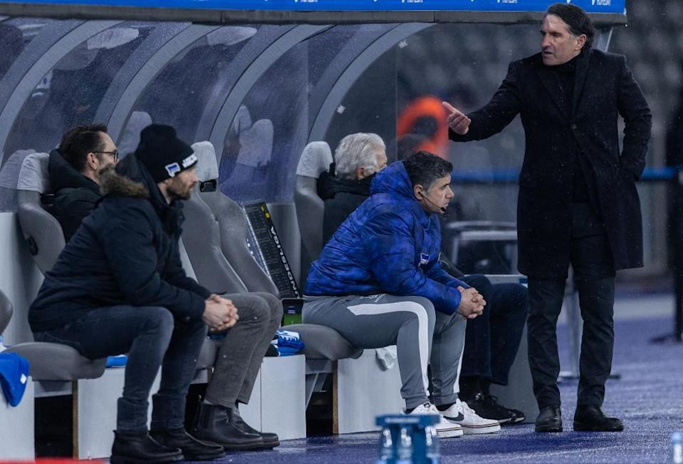 Head coach Bruno Labbadia gestures towards general manager Michael Preetz and sporting director Arne Friedrich on the Hertha bench