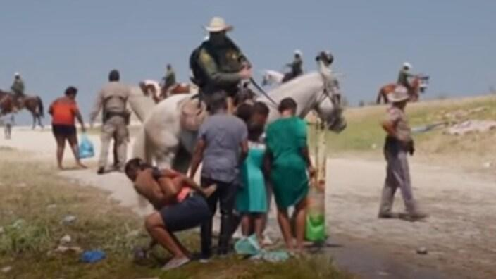 """In a disturbing video shared by Al Jazeera Monday, a U.S. Border Patrol agent told Haitian migrants, """"This is why your country's s**t."""" (Photo: Screenshot/Al Jazeera)"""