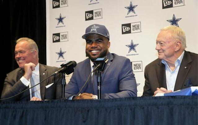 Cowboys director of player personnel Stephen Jones(L) and owner Jerry Jones with Ezekiel Elliott after he was drafted. (AP)
