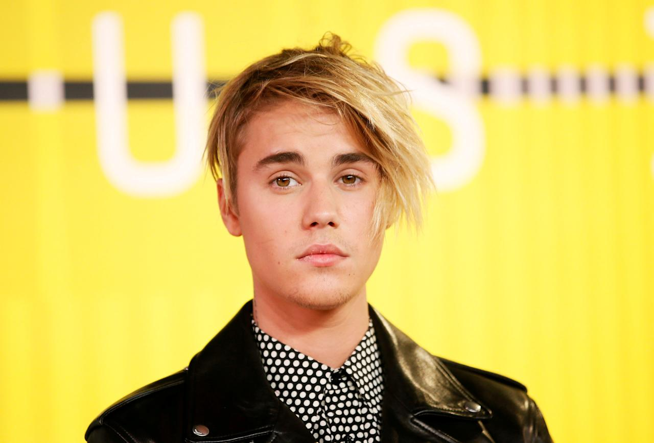 FILE PHOTO: Singer Justin Bieber arrives at the 2015 MTV Video Music Awards in Los Angeles, California, August 30, 2015.  REUTERS/Danny Moloshok/File Photo