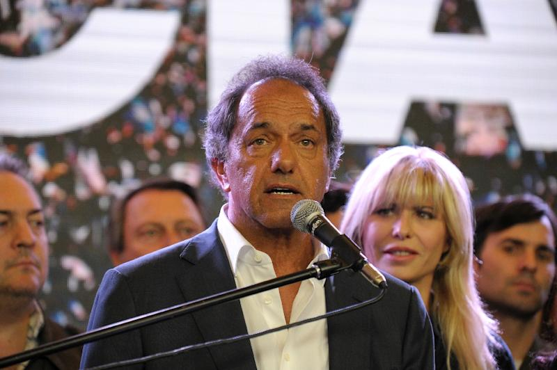Argentina presidential candidate Daniel Scioli admits defeat to his rival Mauricio Macri, at his party's headquarters in Buenos Aires, on November 22, 2015 (AFP Photo/Alejandro Pagni)