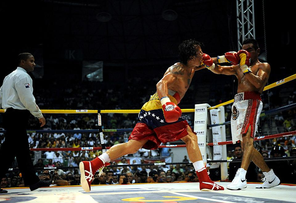 Edwin Valero lands on Hector Velasquez in 2009 in CaracasAFP