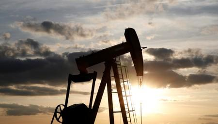 Oil Prices Slip as Inventories Build
