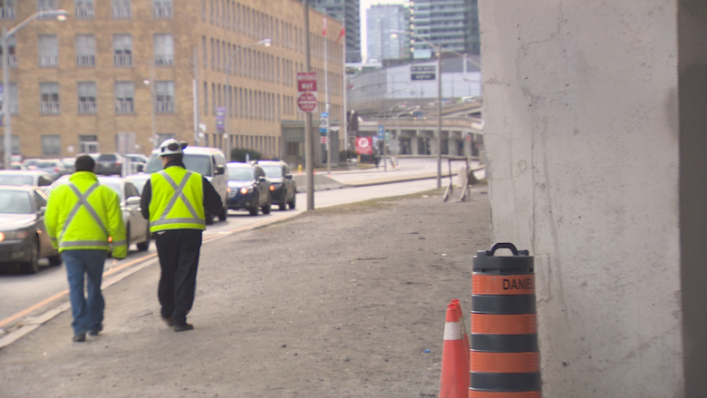 Report of falling concrete from Gardiner stalls traffic before rush hour