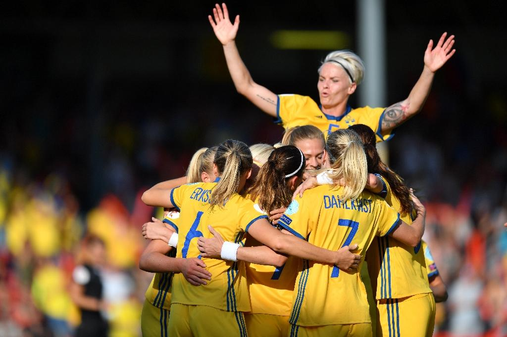 Sweden celebrates after scoring their second goal during the UEFA Women's Euro 2017 football match against Russia at Stadion De Adelaarshorst in Deventer on July 21, 2017 (AFP Photo/DANIEL MIHAILESCU)
