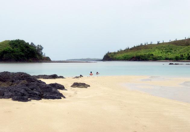 One of the many quiet beaches in the islands of Calaguas.