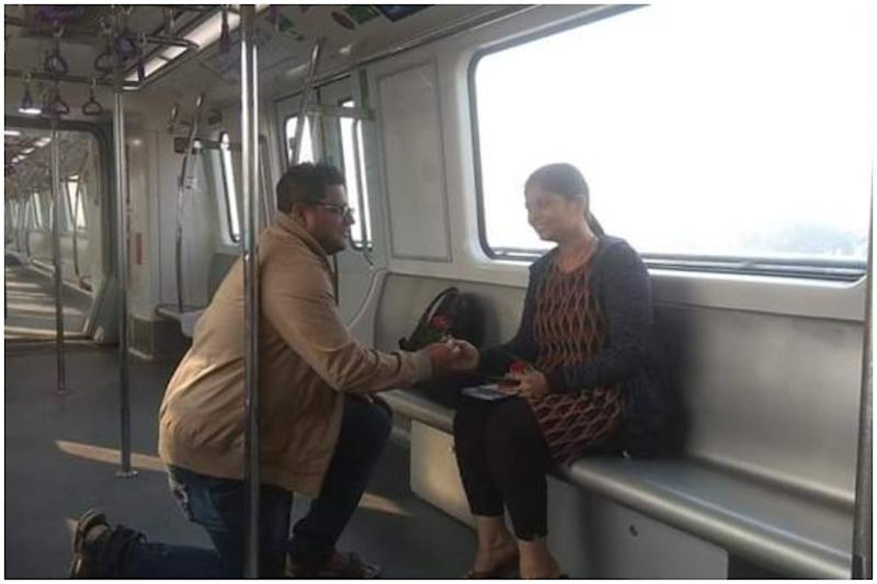 Kolkata Man Proposes to Girlfriend on Newly Opened East West Metro on Valentine's Day