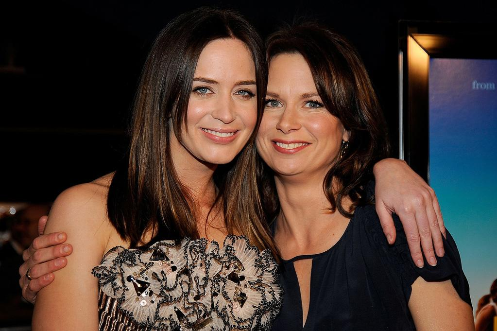"<a href=""http://movies.yahoo.com/movie/contributor/1808577445"">Emily Blunt</a> and <a href=""http://movies.yahoo.com/movie/contributor/1804501768"">Mary Lynn Rajskub</a> at the Los Angeles premiere of <a href=""http://movies.yahoo.com/movie/1809823943/info"">Sunshine Cleaning</a> - 03/09/2009"