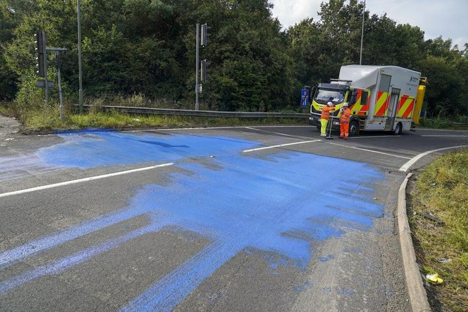 Highways England workers on the exit slip road of the M25 motorway near Leatherhead (Steve Parsons/PA) (PA Wire)