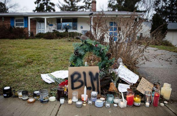 PHOTO: Candles burn outside the home where Andre Maurice Hill, 47, was killed in Columbus, Ohio, Dec. 24, 2020. (Megan Jelinger/Reuters)