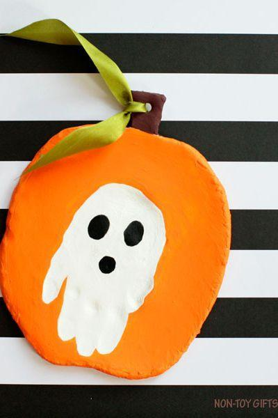 """<p>Preserve your child's adorable little handprint forever with this festive craft.</p><p><strong>Get the tutorial at <a href=""""https://nontoygifts.com/handprint-halloween-keepsake-make-clay/"""" rel=""""nofollow noopener"""" target=""""_blank"""" data-ylk=""""slk:Easy Peasy and Fun"""" class=""""link rapid-noclick-resp"""">Easy Peasy and Fun</a>.</strong> </p>"""