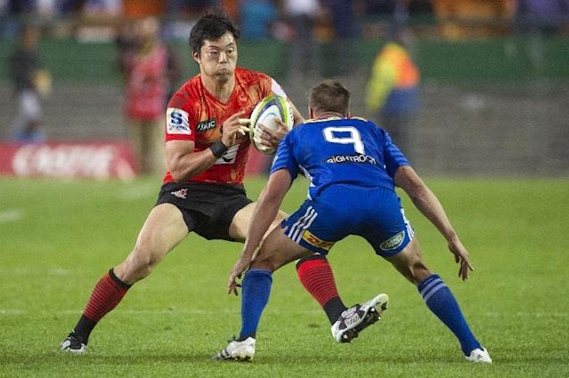Sunwolves' Yasutaka Sasakura (L) and Stormers' Louis Schreuder during their Super Rugby match on April 8, 2016 in Cape Town (AFP Photo/Rodger Bosch)