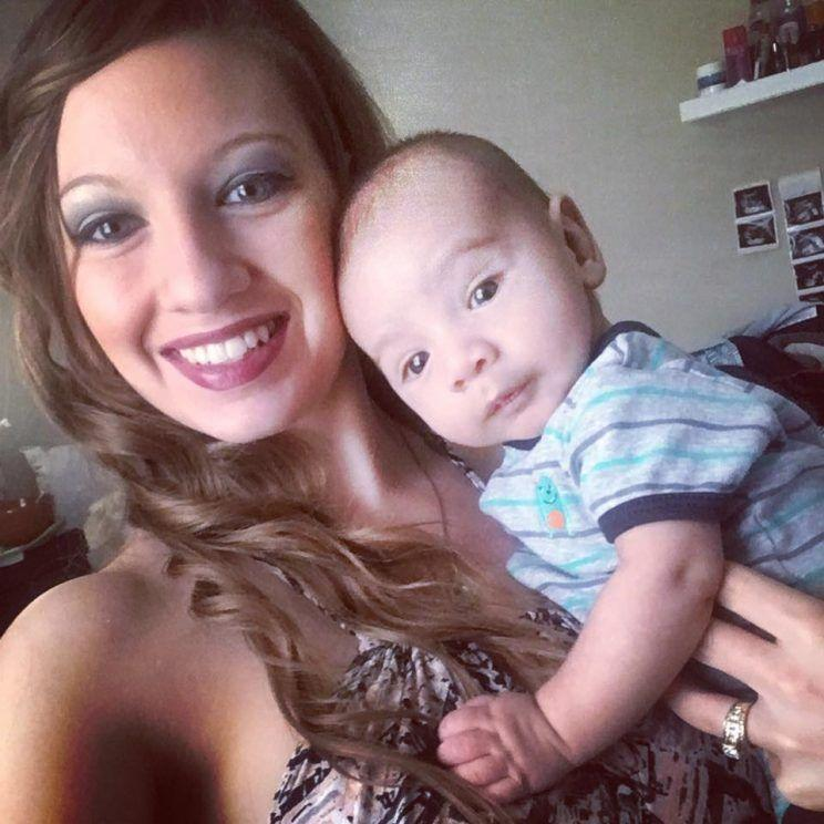 b0e2be03fb078 Mom Criticized at Public Pool for Showing Off Postpartum Body in a ...