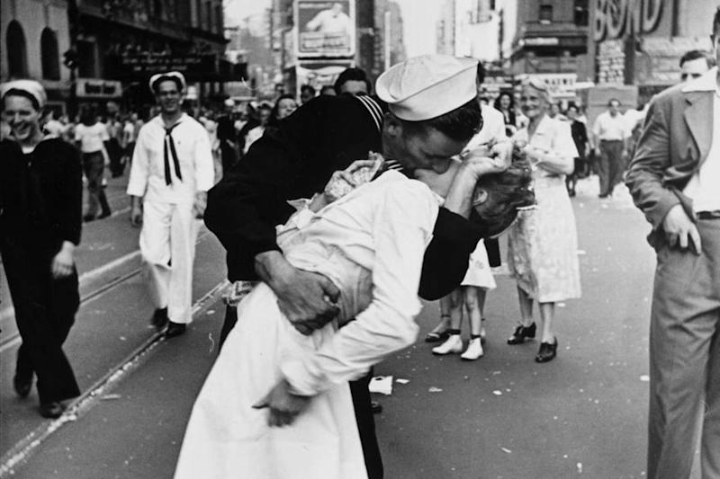 Woman In World War II 'Kiss' Photo Dies At 92