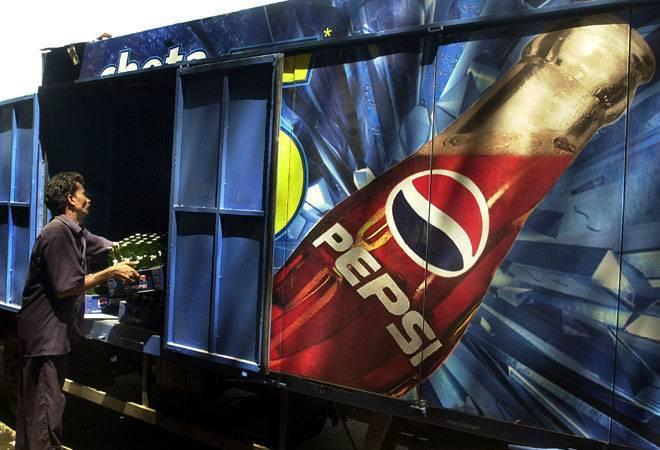 Coke, Pepsi ban will lead to black marketing: Harsimrat Kaur Badal