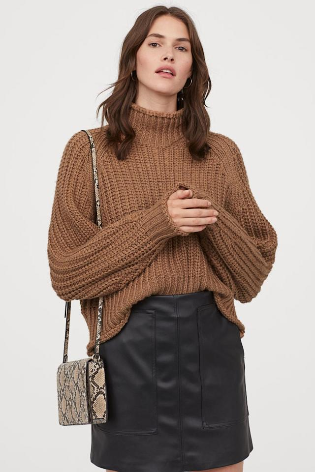 "<p>This <a href=""https://www.popsugar.com/buy/HampM-Ribbed-Turtleneck-Sweater-491283?p_name=H%26amp%3BM%20Ribbed%20Turtleneck%20Sweater&retailer=www2.hm.com&pid=491283&price=25&evar1=fab%3Auk&evar9=46670855&evar98=https%3A%2F%2Fwww.popsugar.com%2Ffashion%2Fphoto-gallery%2F46670855%2Fimage%2F46670923%2FHM-Ribbed-Turtleneck-Sweater&list1=shopping%2Cfall%20fashion%2Csweaters%2C50%20under%20%2450%2Caffordable%20shopping&prop13=api&pdata=1"" rel=""nofollow"" data-shoppable-link=""1"" target=""_blank"" class=""ga-track"" data-ga-category=""Related"" data-ga-label=""https://www2.hm.com/en_us/productpage.0662948009.html"" data-ga-action=""In-Line Links"">H&amp;M Ribbed Turtleneck Sweater </a> ($25) is so cozy.</p>"
