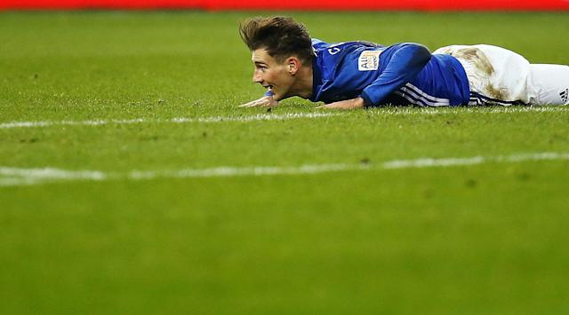 Soccer Football - Bundesliga - Schalke 04 vs TSG 1899 Hoffenheim - Veltins-Arena, Gelsenkirchen, Germany - February 17, 2018 Schalke's Leon Goretzka in action REUTERS/Leon Kuegeler DFL RULES TO LIMIT THE ONLINE USAGE DURING MATCH TIME TO 15 PICTURES PER GAME. IMAGE SEQUENCES TO SIMULATE VIDEO IS NOT ALLOWED AT ANY TIME. FOR FURTHER QUERIES PLEASE CONTACT DFL DIRECTLY AT + 49 69 650050