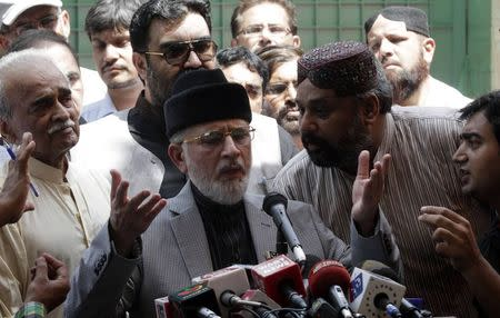 Muhammad Tahirul Qadri, Sufi cleric and leader of political party Pakistan Awami Tehreek (PAT) speaks to supporters before they begin their march to the capital from Lahore