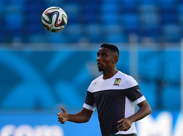 Cameroon's forward Samuel Eto'o plays the ball during a training session at the Das Dunas stadium in Natal on June 12, 2014 (AFP Photo/Pierre-Philippe Marcou)