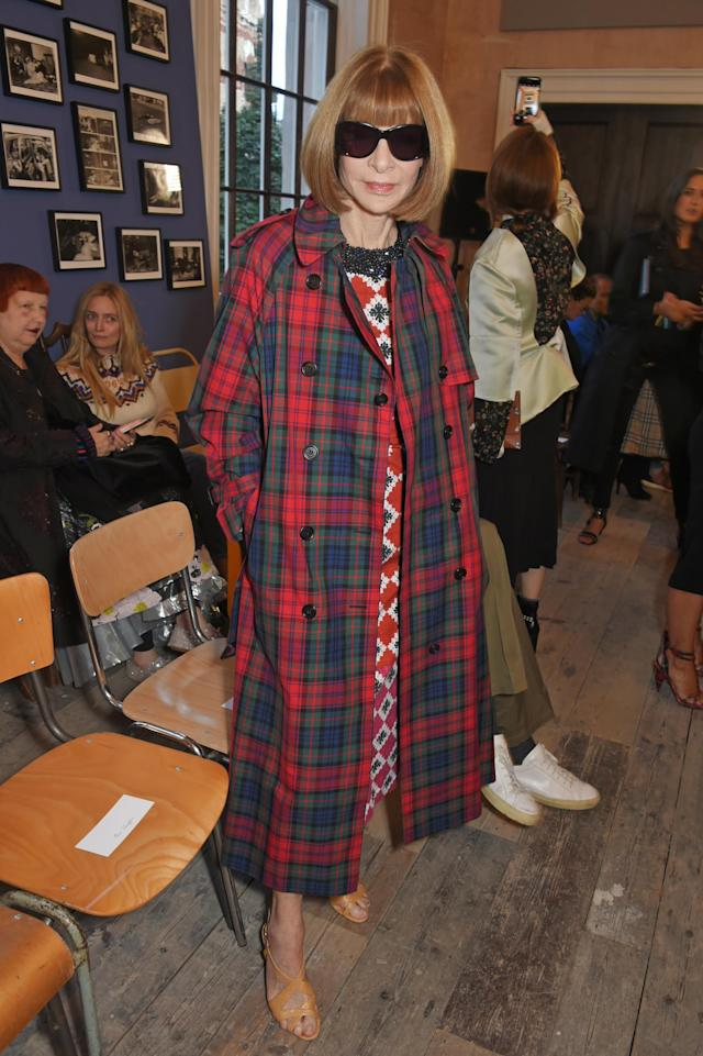 <em>Vogue</em> editor Anna Wintour wears a Burberry coat to the brand's September 2017 show. (Photo: Getty Images)