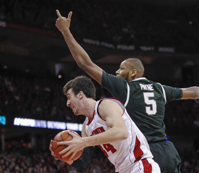 Wisconsin's Frank Kaminsky, left, gets a defensive rebound away from Michigan State's Adreian Payne during the first half of an NCAA college basketball game on Sunday, Feb. 9, 2014, in Madison, Wis. (AP Photo/Andy Manis)