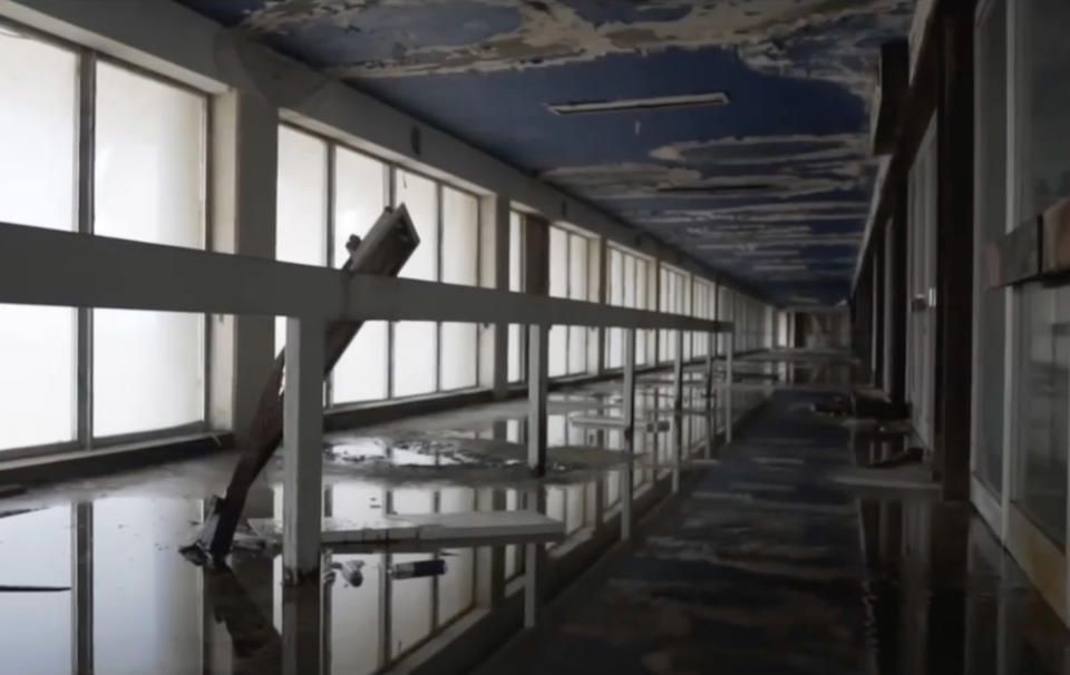 """<p>""""It's rare that a building stays in that condition for so long. The conflict just continues and the buffer zone only crumbles further."""" (Photo: Bob Thissen/Caters News) </p>"""