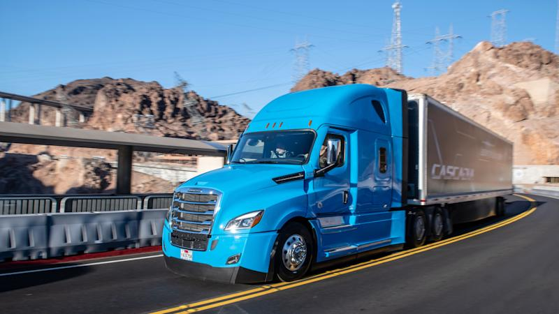 Daimler's new Freightliner Cascadia comes packed with Level 2 driver assistance technology to make sure the big rig stays in its lane.