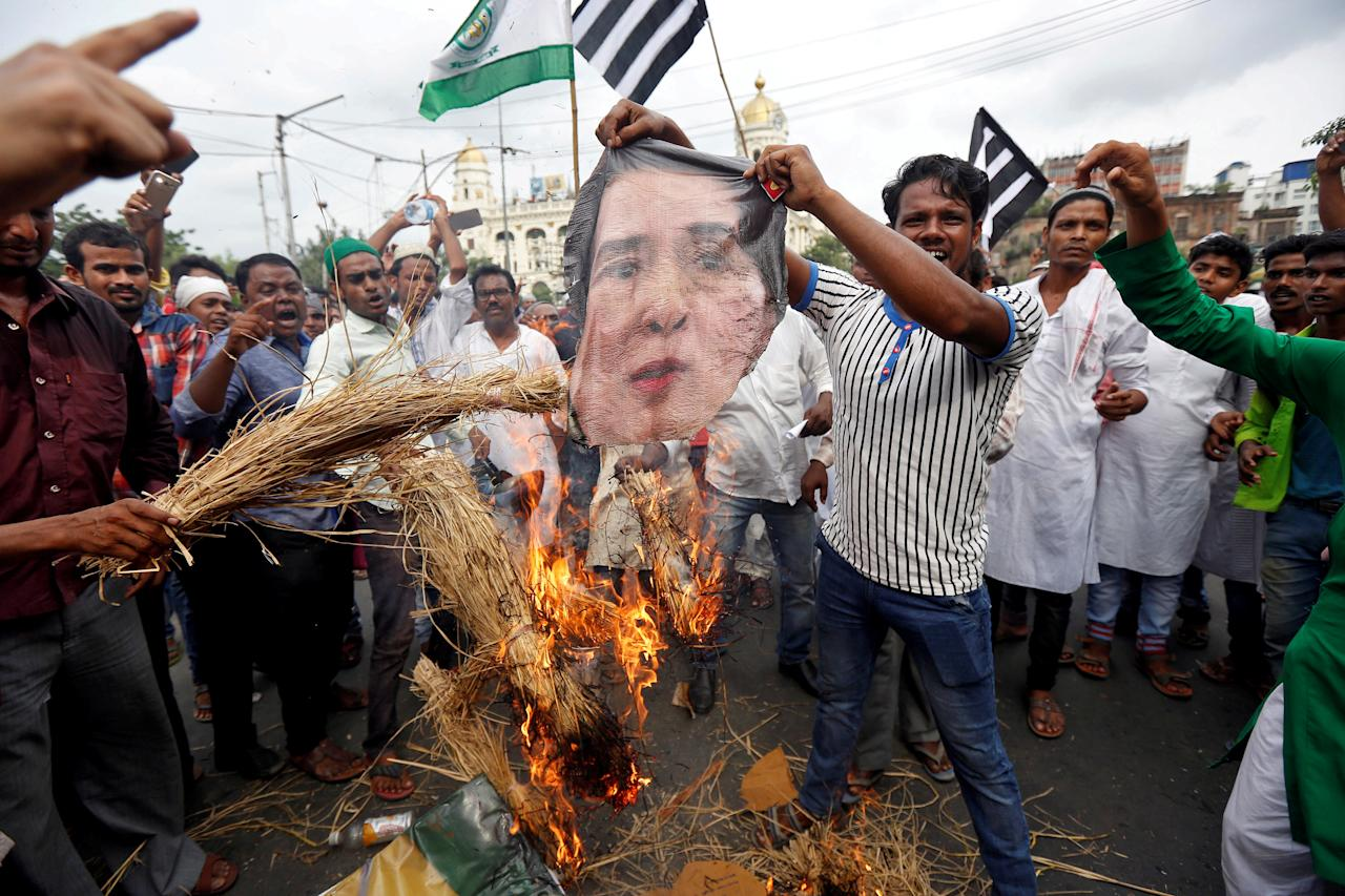 People burn an effigy depicting Myanmar State Counsellor Aung San Suu Kyi during a protest rally against what they say are killings of Rohingya people in Myanmar, in Kolkata, India September 11, 2017.