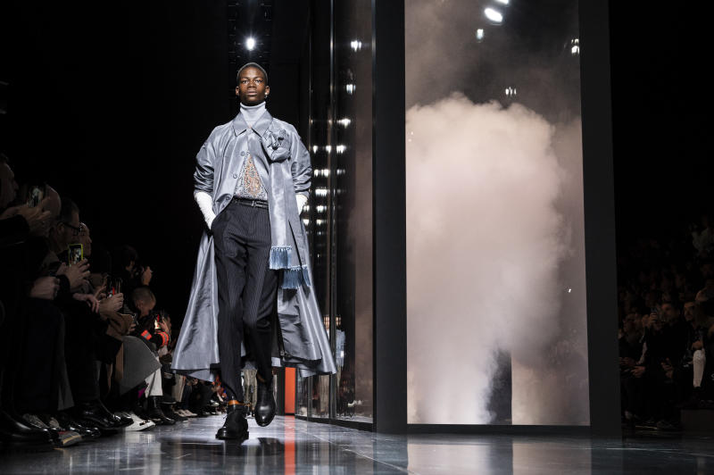 PARIS, FRANCE - JANUARY 17: A model walks the runway during the Dior Homme Menswear Fall/Winter 2020-2021 show as part of Paris Fashion Week on January 17, 2020 in Paris, France. (Photo by Peter White/Getty Images)