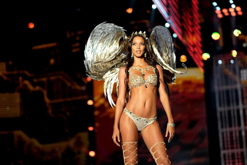 Lais Ribeiro walks the runway in the Fantasy Bra (Getty Images for Victoria's Secr)