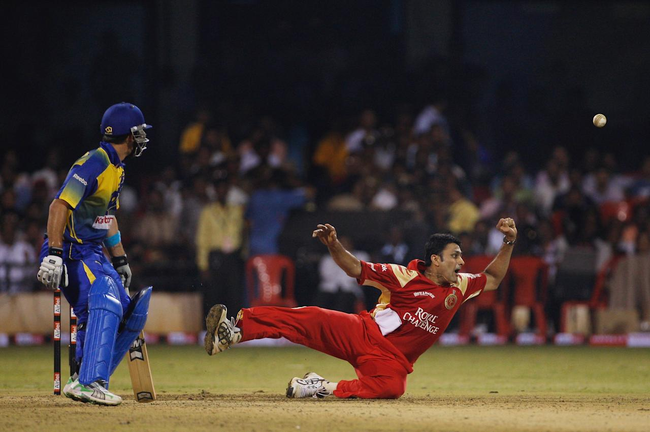 BANGALORE, INDIA - OCTOBER 08:  Captain Anil Kumble of the Royal Challengers just fails to cling onto a difficult chance off JP Duminy of the Cobras during the Airtel Champions League Twenty20 Group C match between the Royal Challengers Bangalore and Cape Cobras at the Chinnaswamy Stadium on October 8, 2009 in Bangalore, India.  (Photo by Stu Forster - GCV/GCV via Getty Images)